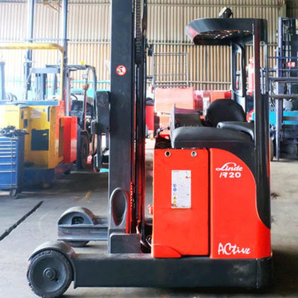 xe-nang-reach-truck