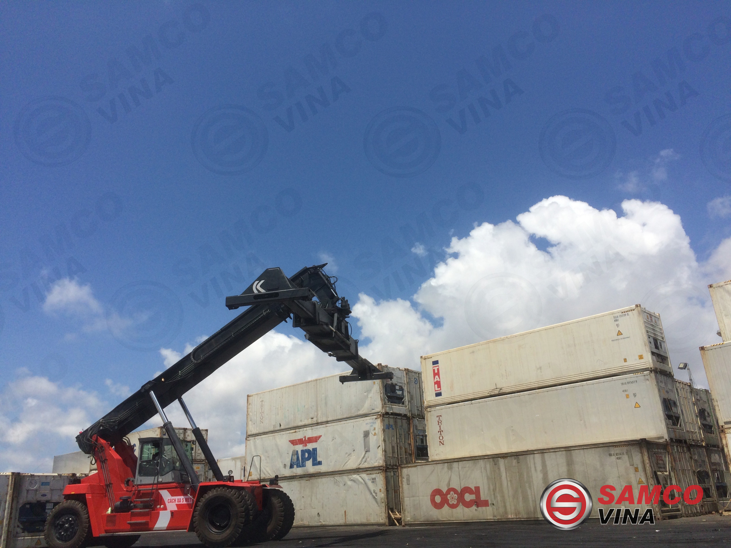 Xe nâng container