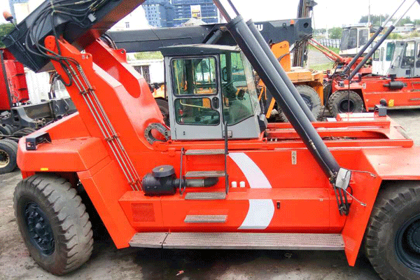 reach-stacker-DRD450-60S5