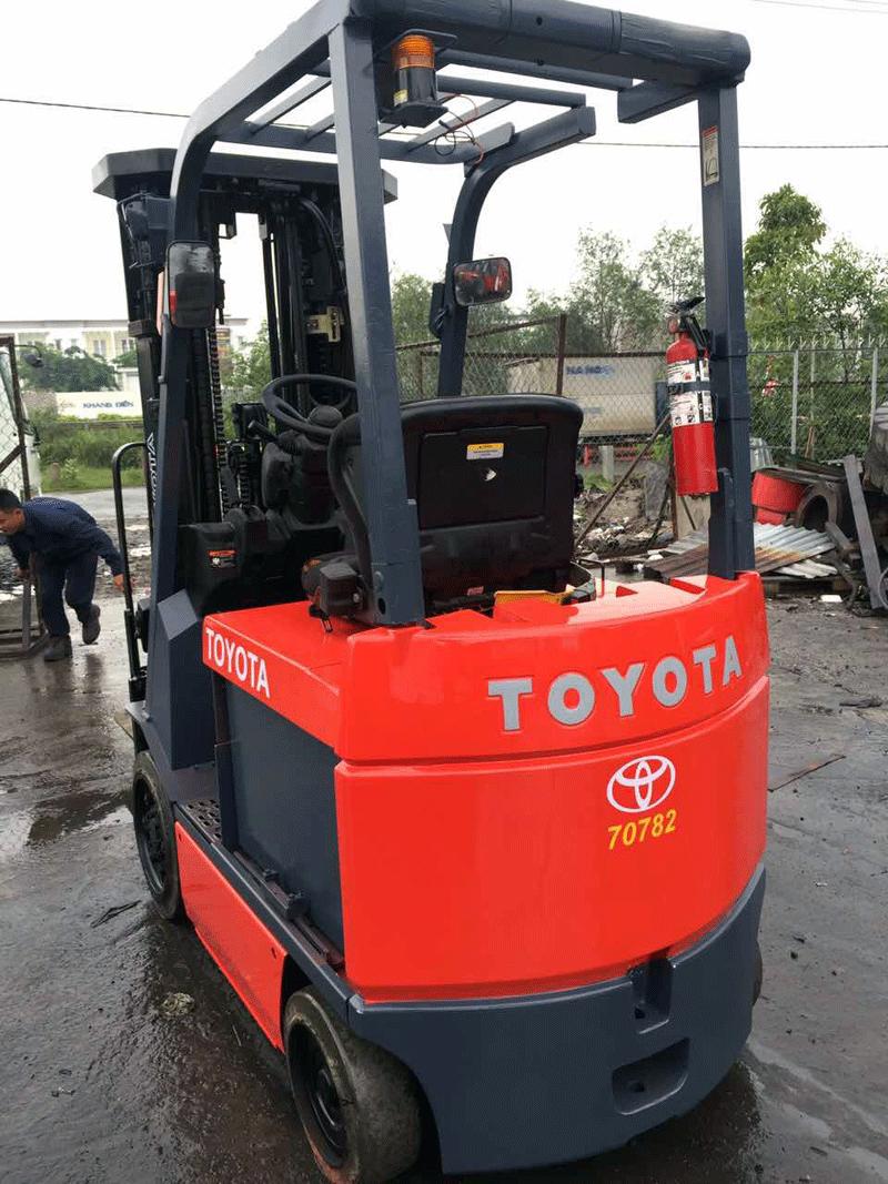 xe-nang-dien-toyota-1.5-tan