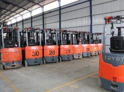 Lô xe nâng điện Toyota nhập khẩu Châu âu, tải trọng 2,5 tấn, tầm nâng 4,8-6,6m giá rẻ