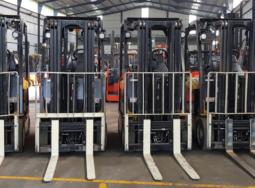 (Tiếng Việt) Lô xe nâng điện Yale 2.4 tấn, nhập khẩu Mỹ